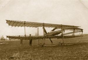 Samolot eksperymentalny Paulhan, na jakim rozbił się W. Mazurkiewicz podczas zawodów w Reims w 1910 r.